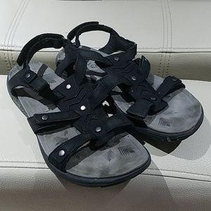 MERRELL BLACK WALKING SANDALS SIZE 8